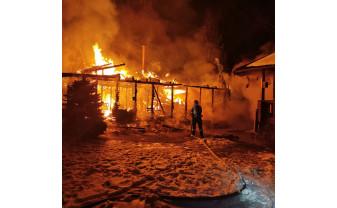 Incendiu violent la o cabană din Vârciorog - Cabana s-a făcut scrum