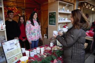 O cană de fericire, la Târgul de Crăciun - Orădenii, invitaţi să susţină copiii cu dizabilităţi
