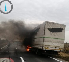În apropiere de Salonta - O autoutilitară aflată în mers a luat foc