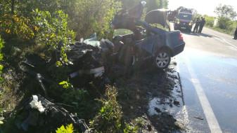 O maşină a intrat într-un autocar între localitățile Uileacu de Criș și Urvind - Accident mortal pe DN1