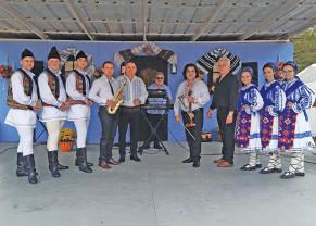 """Ansamblul Folcloric """"Bihorul"""", în turneu în America - Mesageri ai folclorului românesc peste hotare"""