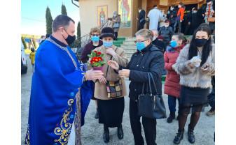 Parohia Oradea Sfântul Pantelimon - Au împărțit flori de 8 Martie