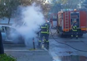Mașină în flăcări pe strada Lăpușului
