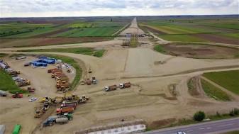 """Asociaţia Pro Infrastructură a """"inspectat"""" lucrările pe Autostrada Transilvania - Una călduţă, multe... în aer!"""
