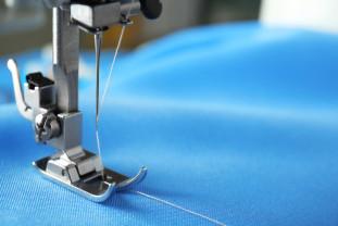 Atelierul croitorului: doar o mașină de brodat și una de cusut?