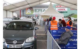 Primul centru drive-through din Oradea - Vaccinare la foc automat
