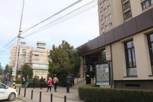 Sediul ANAF Bihor, depuneri de declarații - Înghesuială la Finanțe