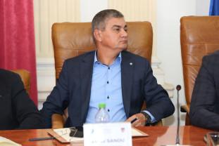 """Fostul director al """"Apele Române"""", trimis în judecată de DNA - Un milion de euro șpagă pentru lucrări în Bihor"""