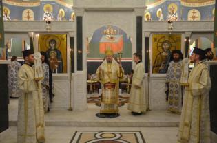 10 ani de la sfințirea pietrei de temelie a bisericii noi - Sărbătoare la Mănăstirea Izbuc