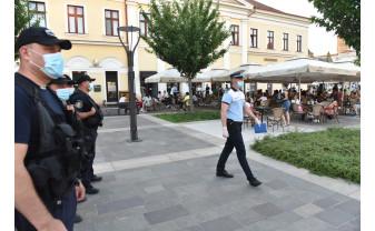 Poliţiştii nu au aplicat amenzi pentru nerespectarea măsurilor anti-Covid - Bihorenii respectă distanţarea