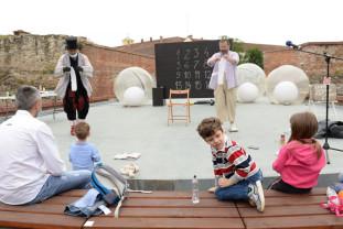 Spectacole de teatru şi concerte folclorice în aer liber - Teatrul Regina Maria deschide porţile Cetăţii