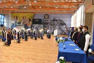 Al doilea an universitar cu restricții - Bobocii s-au uitat la festivitatea de deschidere de pe Facebook