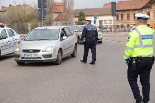 """Polițiști, jandarmi și pompieri - Verificări la """"izolați"""" pază la carantinați"""