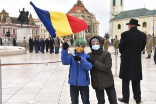 Ploaia şi pandemia au scurtat programul festivităţilor - Unirea Principatelor Române, sărbătorită în Oradea