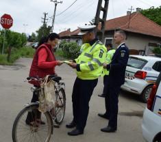 """Polițiștii bihoreni acționează pentru prevenirea victimizării bicicliștilor - """"Siguranţă pe două roţi!"""""""