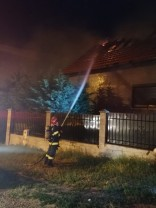 Casă în flăcări în Oradea - Pompierii au stins incendiul în 40 de minute