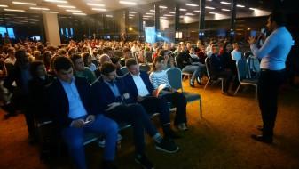 """400 de tineri orădeni vor fi școliți digital - """"Faceți din Oradea un oraș cât mai fain!"""""""