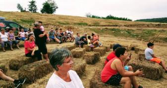 """Tradiții, obiceiuri și folclor, la Lăzăreni - ,,România de mână"""""""