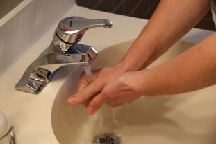 Fie că lucrați în domeniul sănătății sau nu - Spălați-vă pe mâini!