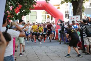 Oradea Night Run 2021 - Alergătorii au luat cu asalt Parcul 1 Decembrie