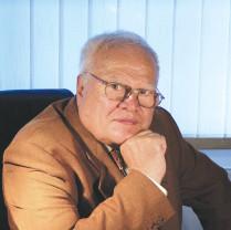 Bihorenii își pot lua rămas bun de la Mircea Bradu la Teatru