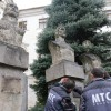 Statuile voievozilor din curtea palatului baroc au fost demontate