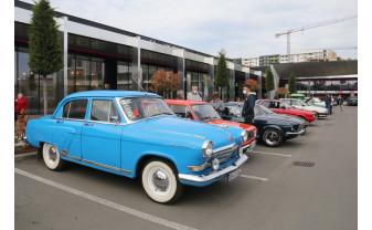 Cadou de Paști pentru iubitorii de mașini - Paradă cu automobile retro