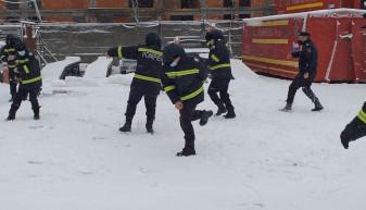 Iarna poate veni cu evenimente tragice - Jucați-vă cu bulgări, nu cu viața voastră!