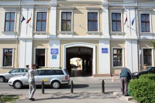 Conferinţă-fulger la Consiliul Judeţean Bihor - Prefectul, acuzat de abuz