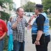 200 de oameni îngrijiţi la Dumbrava. Activitate caritabilă amendată de autorităţi - Protest în faţa Prefecturii