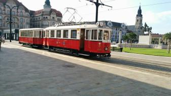 Cu tramvaiul de epocă și autobuzul turistic - Plimbări de agrement