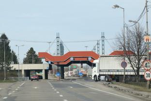 Aglomerație în vămi după ridicarea restricțiilor din țara vecină - Cozi de automarfare în Borș I și Borș II