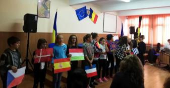 Lansare de baloane și program artistic la Liceul de Artă - Ziua Europeană a Limbilor