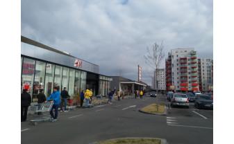 """Oradea în ultima zi de """"liberă circulaţie"""" – Cozi la toate supermarketurile"""