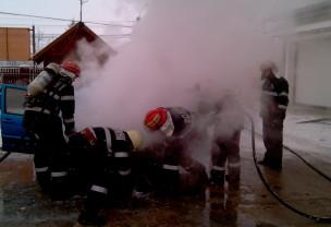 Trei vehicule au luat foc, în Oradea - Maşini în flăcări
