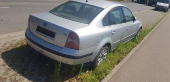 Fără numere de înmatriculare - Autovehicul abandonat pe Calea Borșului