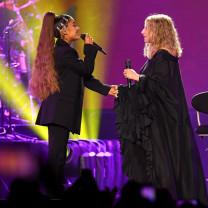 Ariana Grande a interpretat o piesă împreună cu Barbra Streisand - Un duet-surpriză