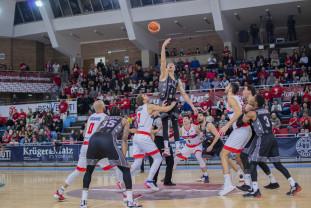 CSM CSU Oradea – U BT Cluj-Napoca 80-75 - Victorie dulce-amăruie pentru campioană