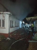 Acoperişul unei case a fost făcut scrum - Incendiu violent în Bogei