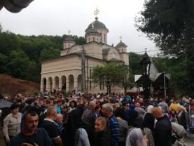 Adormirea Maicii Domnului prăznuită la Mănăstirea Izbuc - Mii de pelerini au primit hrană duhovnicească