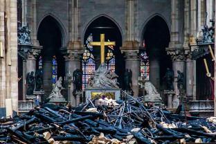 Catedrala Notre Dame. O țigară nestinsă sau o defecțiune electrică - Posibile cauze ale incendiului