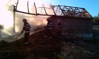 Incendiu la o gospodărie din Cetariu