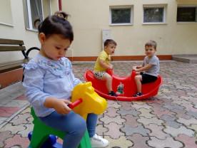 Soare, aer curat, mișcare - Bucurie pentru copiii de la Creșa de Vară