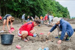 Arheologi români şi chinezi cercetează locuinţe vechi de 6000 de ani - Urmele culturii Cucuteni