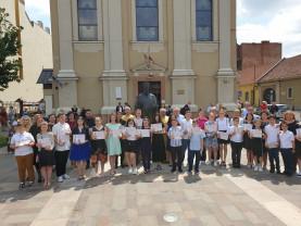 """""""Susținem educația! Aplaudăm performanța! Încurajăm excelența!"""" - Elevii de 10 ai Liceului Ortodox"""