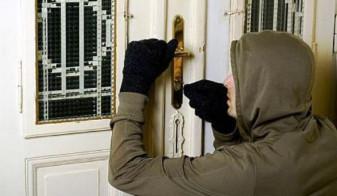 Reținut pentru furt din locuință