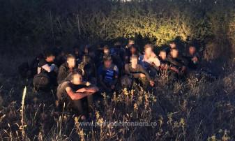 Grup de cetăţeni afgani, oprit la graniţă - Printre migranţi, 18 minori