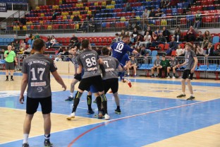 Handbaliştii debutează pe propriul teren