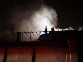 Incendiu de mare amploare pe strada Ion Mincu din Oradea - Au ars trei locuințe