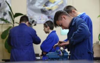 Elevii din învățământul profesional sunt cei mai expuși - Pândiţi de abandonul școlar